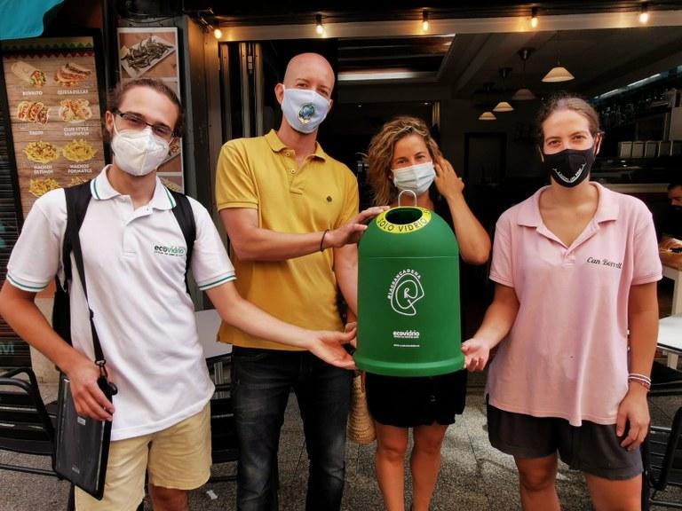 250 bars, restaurants i xiringuitos de Lloret de Mar participen en el pla d'Ecovidrio per incrementar la taxa de reciclatge de vidre a l'estiu