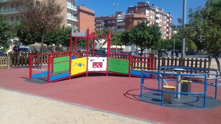 El parc infantil de la Plaça Esteve Fàbregas de Lloret s'amplia amb un espai inclusiu