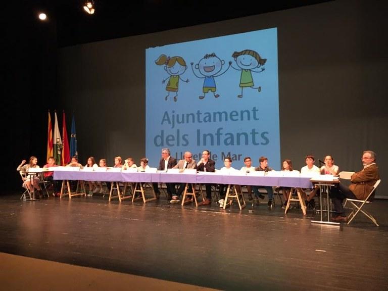 El Ple de l'Ajuntament dels Infants de Lloret de Mar es centra en el civisme