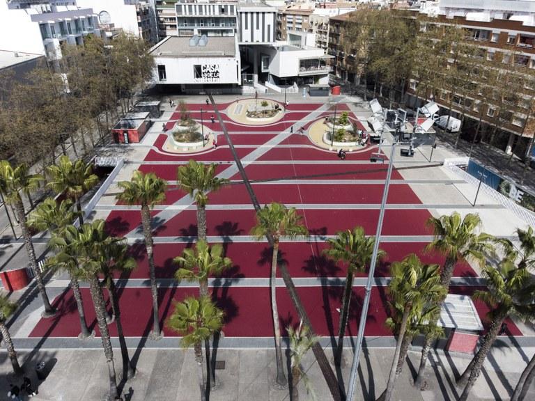 Finalitzen les tasques de pintura de la plaça Pere Torrent