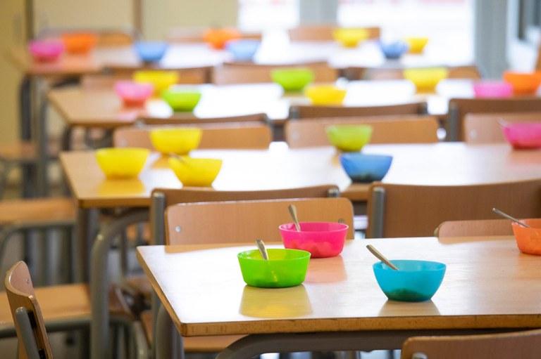 L'Ajuntament de Lloret de Mar distribuirà més de 900 targetes moneder per als infants amb beques menjador