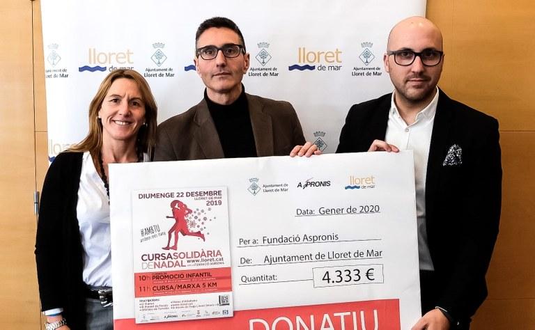 L'Ajuntament de Lloret de Mar lliura el xec de 4.333 € a la Fundació Aspronis