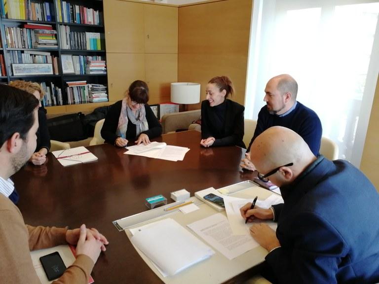 L'Ajuntament de Lloret de Mar signa un conveni de col·laboració amb l'associació Pas a Pas cap a la Inclusió de les Persones amb Autisme