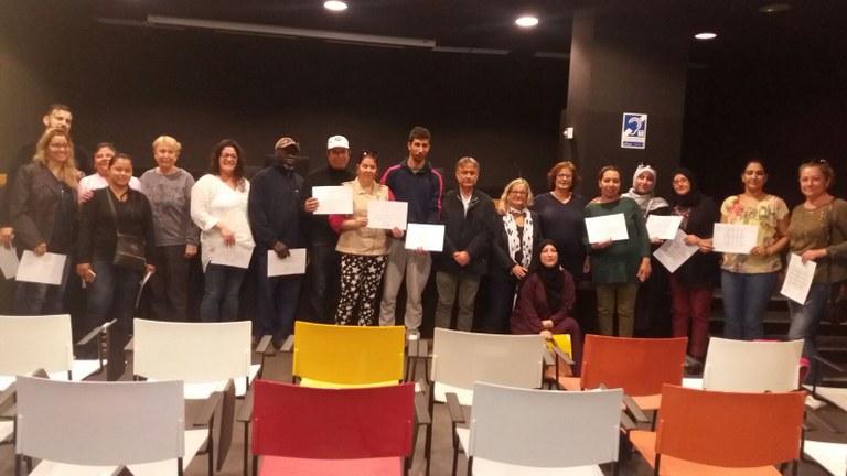 L'Ajuntament de Lloret lliura el certificat d'acollida a 16 alumnes