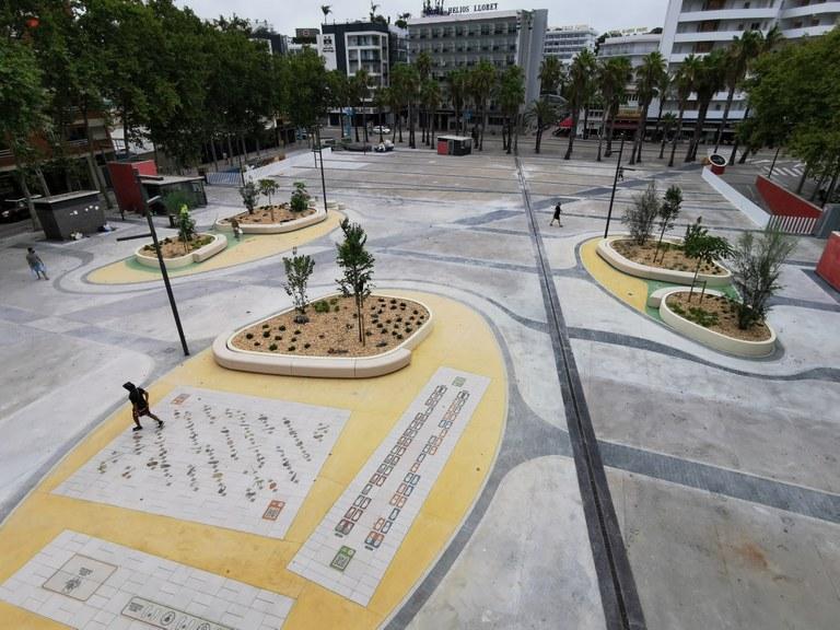 La plaça Pere Torrent de Lloret és la primera plaça de Catalunya amb jocs infantils amb realitat augmentada