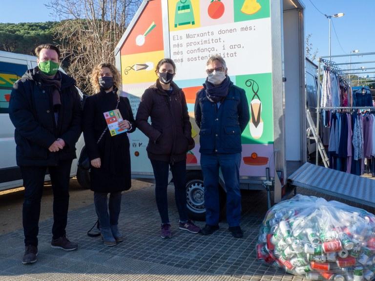 Lloret acull una campanya de reciclatge de plàstic al mercat setmanal de marxants