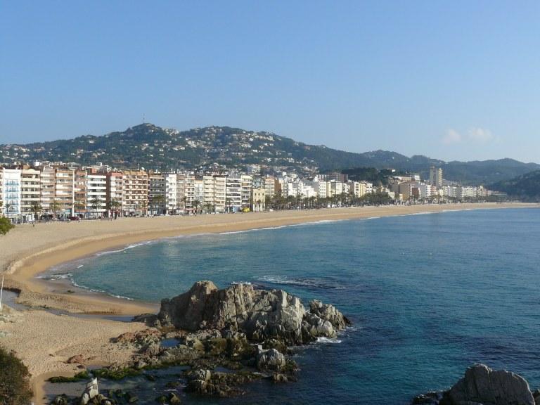 Lloret autoritza l'accés a platges per les sortides diàries dels infants però només per passejar