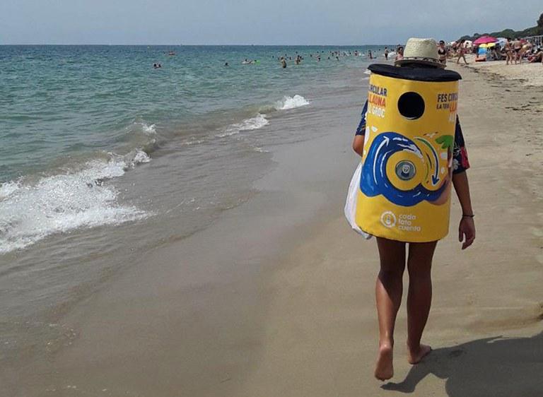 """Lloret de Mar, darrera parada de la campanya """"Fes circular la teva llauna a groc"""" a les platges catalanes"""