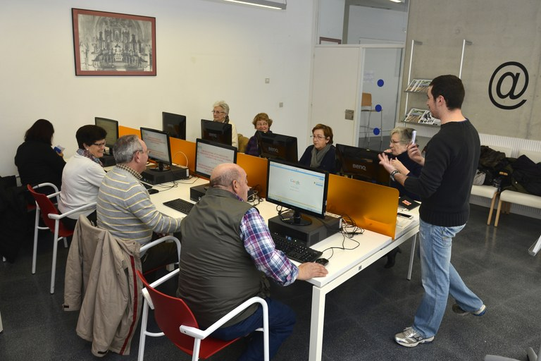S'inicien les inscripcions presencials als cursos municipals de la Gent Gran