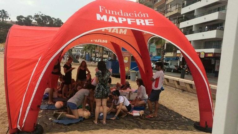 Taller de prevenció d'ofegaments i primers auxilis en l'entorn aquàtic a la platja de Lloret