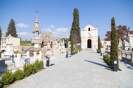 Visita nocturna amb música Cementiri Modernista en anglés