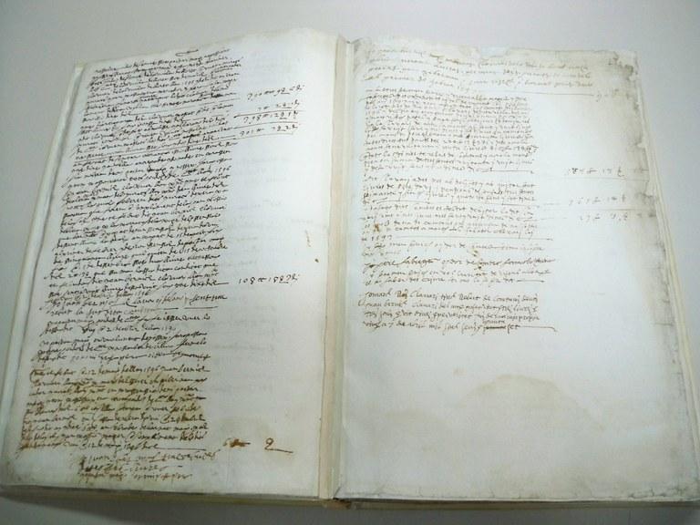 L'Ajuntament de Lloret de Mar recupera un llibre de comptes municipal del segle XVI